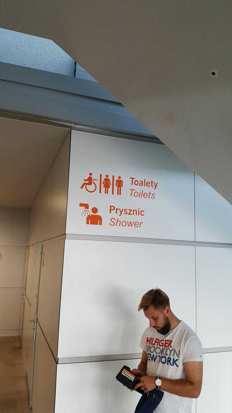 שירותים בפולין